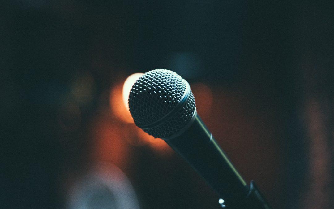 Prise de parole en public : De la scène à l'écran